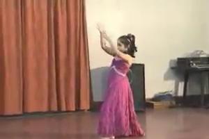 Dance performance by baby girl - Nice