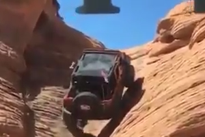 Expert driver climbs a jeep on stone valley - Really Amazing video