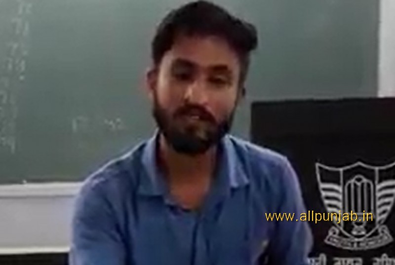 Hoshiarpuri Guy singing a song in the Classroom (College)