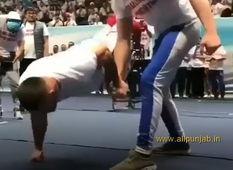 So Strong Man push-up with single arm