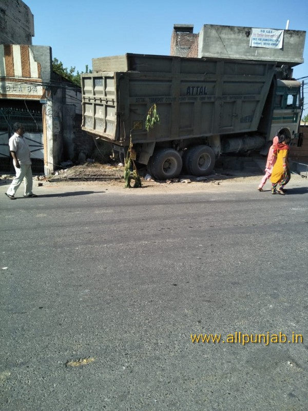 Truck Accident in Punjab - Punjab Images